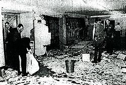 http://upload.wikimedia.org/wikipedia/en/thumb/f/fe/Searching_for_Clues_After_Blast_in_Pentagon.jpg/250px-Searching_for_Clues_After_Blast_in_Pentagon.jpg